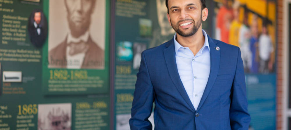Muslim Political Candidate Responds to Islamophobic Tweet With an Act of Compassion