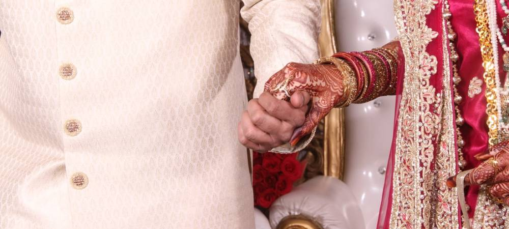 Tying The Knot: Marriage in the Muslim World
