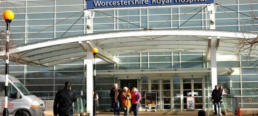 Worcester Muslims Deliver 10,000 Masks to NHS Staff at Worcestershire Royal Hospital
